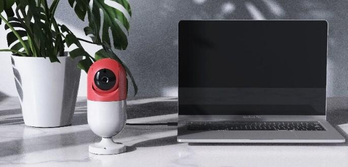 Forgatható vezeték nélküli fali wifis kamera díszvilágítással FullHD felbontás